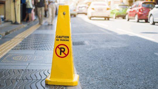 จอดรถบนถนนในสถานีตำรวจ ต่างจากจอดบนถนนหลวงหรือไม่?